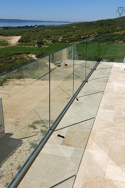 miroiterie-vitrerie-menuiserie Gard-menuiserie-vitre cassee-double vitrage-miroitier-menuisier-produits verriers-miroitier a Beaucaire